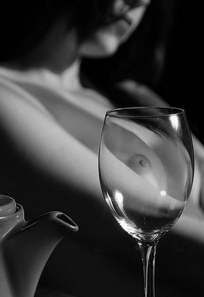 We drink wine with the girls Escort Istanbul. Seductive girl will take you to a restaurant for wine tasting and at the end of the evening will give you an unforgettable night with an escort girl of Istanbul.