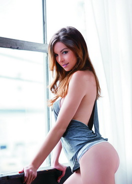 Istanbul escorts girl in a minimum of clothes is standing at the window and we can see her ass in thin elastic shorts, gray shirt barely covers her attractive figure, and the girl demonstrates the benefits of her flexible body