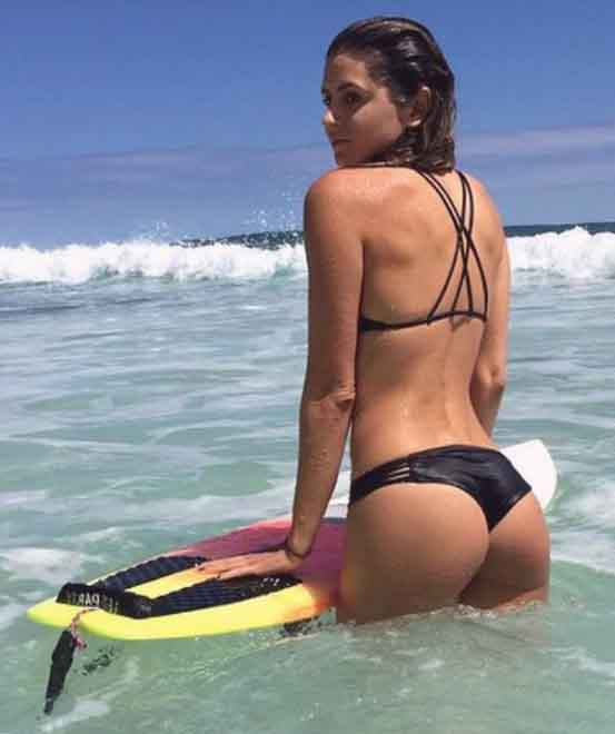 Istanbul Asian side puss is standing with a surfing board wet and sexy; her slender legs and fantastic butt are very attractive, especially with such great lingerie