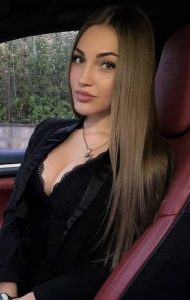 Ukrainian escort in Istanbul lady with almond-shaped face and the thin nose is ready to sexually serve you right in that car