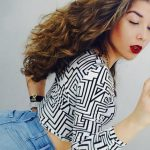 Incall escort Istanbul gal makes selfie wearing tight tiny shorts and a checkered blouse